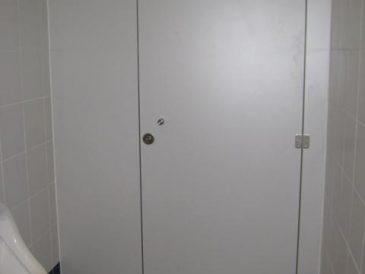 Cabines Fenólicas e Divisórias Fenólicas - Porta Baia