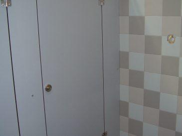 Cacifos, divisórias e cabines fenólicas, Universidade de Letras