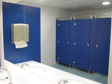 Divisórias Fenólicas Azuis, Cabines Sanitárias Azuis - Aeroporto Humberto Delgado