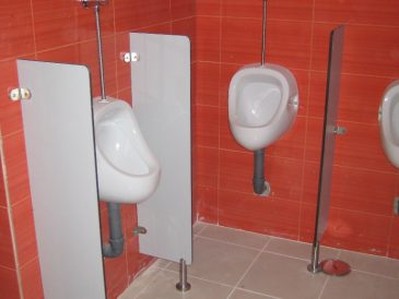 Cloisons stratifiées urinoirs