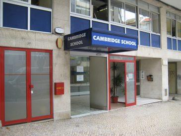 Cabines Sanitárias e Mictórios Fenólicos, Cambridge School