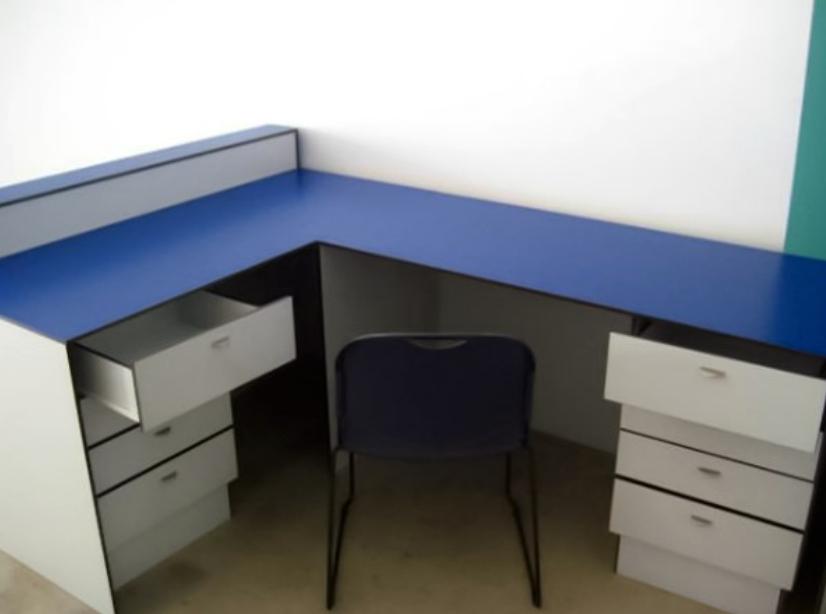 Mobili rio escrit rio fen lico mestria compactos fen licos for Mobiliario de escritorio